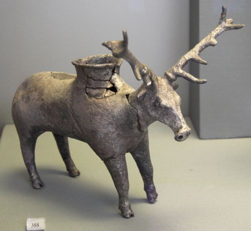 Figure 20: Stag Rhyton (SG388) in the National Museum of Athens (NMA388). Photo Zde (CC-BY-SA-3.0)